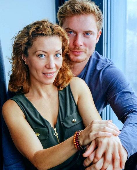 Кто жена талантливого актёра Антона Пампушного и их счастливая жизнь в разных странах