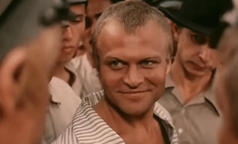 Яркие роли, 3 известные жены, талантливые дети и печальный конец актера Александра Соловьева. Ему было только 47 лет