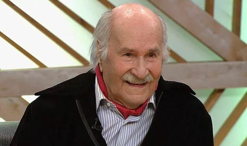 Пережил Владимира Зельдина. Как живёт самый старый действующий актёр в мире