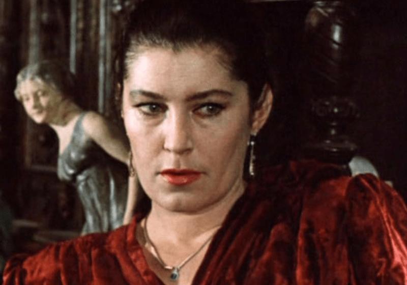 Как жила и уходила обаятельная советская актриса Валерия Заклунная, и как её предавали мужья