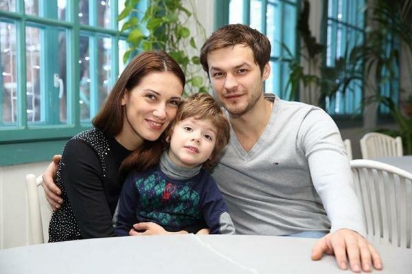 Актриса «Закрытой школы» и «Туристов» Анна Носатова: биография, брак с известным актером и подрастающий сынишка
