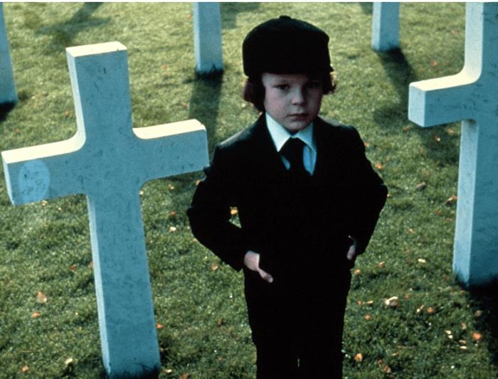 """Ребенок пнул режиссера между ног, за что и получил роль """"сына сатаны"""" в """"Омене"""". Через 40 лет после съемок актер попал под суд"""