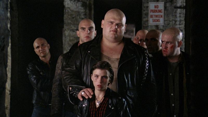 Именно после фильма «Странники» представители молодежных группировок стали бриться под ноль