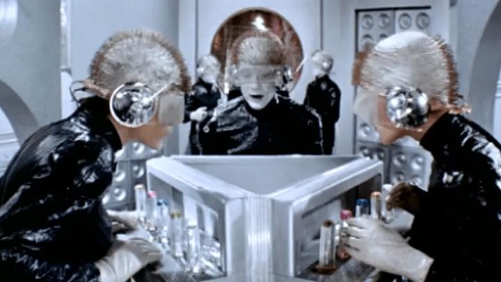 """Кем был же И.О.О. в исполнении Смоктуновского в фильме """"Отроки во Вселенной""""? Кажется, я знаю ответ"""