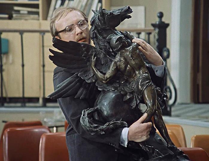 """Любимый конь """"Мосфильма"""". Статуя, которая перемещается из фильма в фильм"""