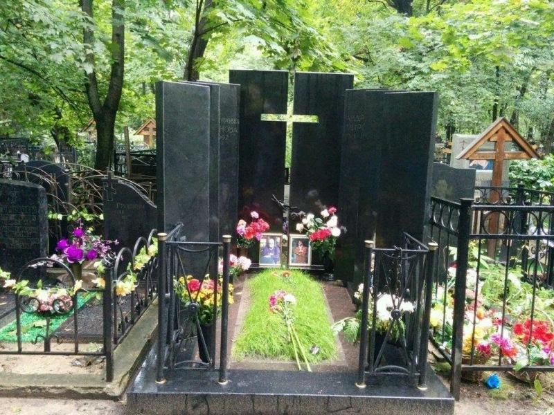 «Постоим, помолчим, подумаем»: как выглядят надгробия актеров, похороненных на Ваганьковском кладбище? Часть 12