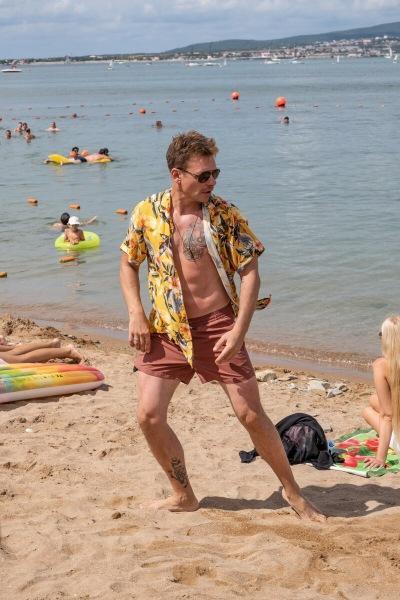 ТНТ покажет новый комедийный сериал «Отпуск» с Павлом Майковым, Демисом Карибидисом и Татьяной Догилевой