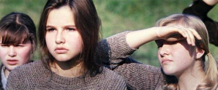 """На съемках """"Сто дней после детства""""параллельно сюжету случилась и реальная любовь-в юных актрис влюбились и режиссёр и сценарист"""