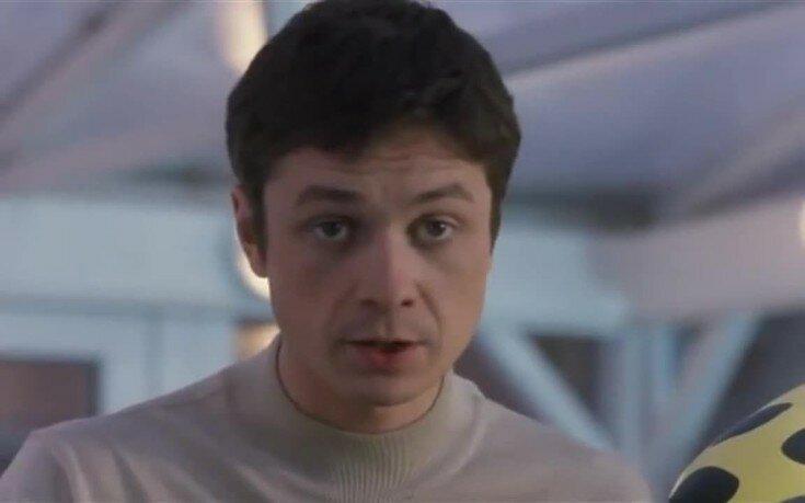 «Что стало с актером из фильма «Ворошиловский стрелок»: Илья Древнов, почему перестал сниматься в кино и развелся с Порошиной